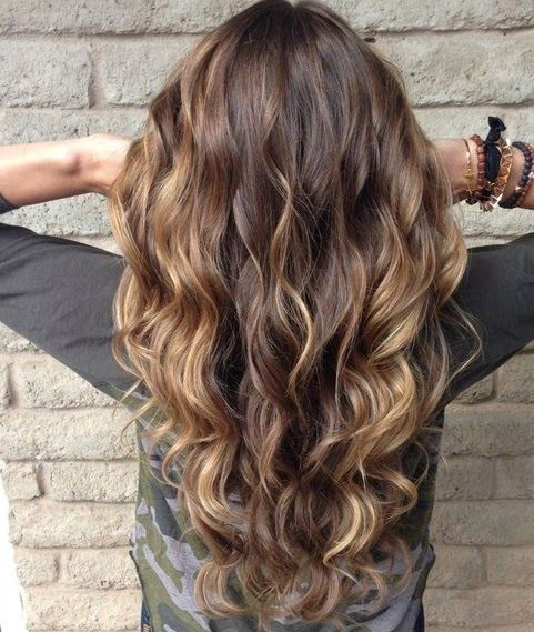 peinados-de-mujer-pelo-largo-ondas-castana