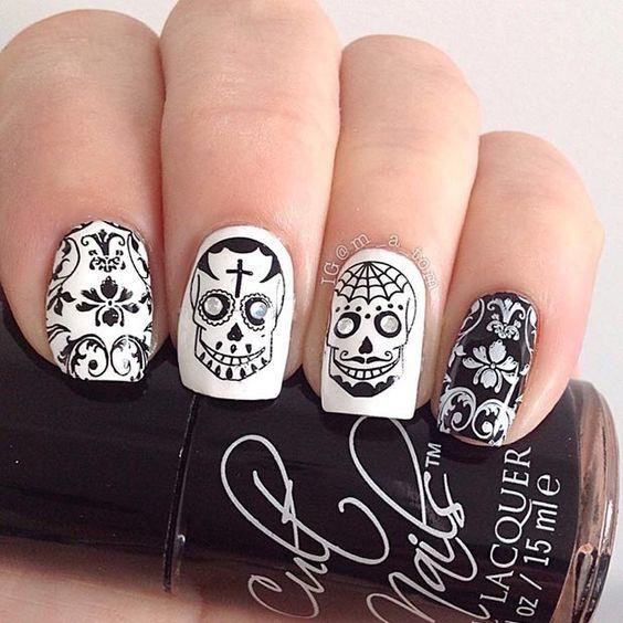 unas-halloween-blanco-negro