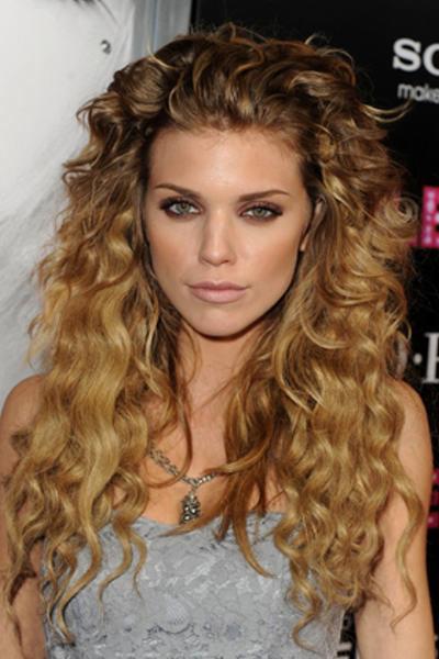 peinados-pelo-rizado-largo-despejado