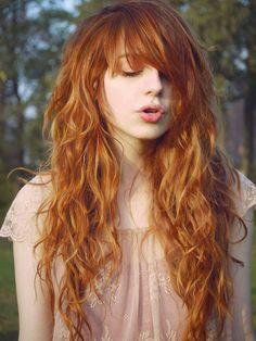 peinados-pelo-rizado-largo-flequillo