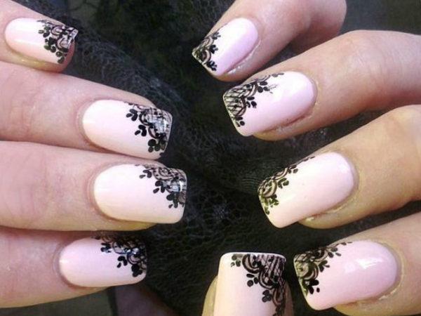 diferencias-uñas-acrilicas-decoradas-rosa