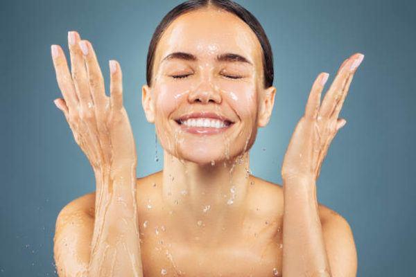 Errores lavarse la cara enjuagarsre