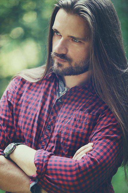 peinados-hombre-pelo-largo-moreno