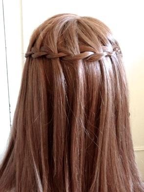 peinados-faciles-pelo-largo-trenza-cascada