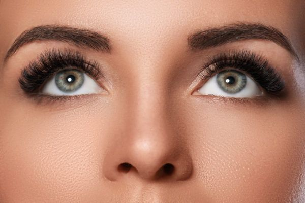 Como maquillar unos ojos saltones