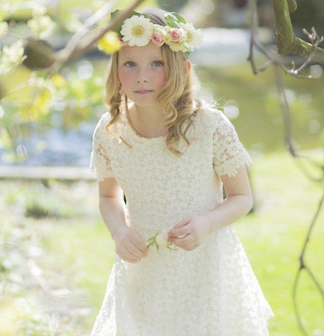 trajes-de-comunion-modernos-corona-de-flores