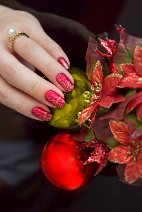 Unas navidenas rojas y doradas con estampado