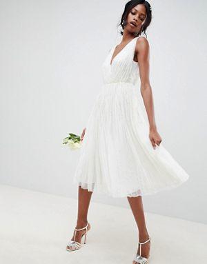 los-vestidos-de-novia-para-boda-civil-lentejuela-diseno-cascada-asos