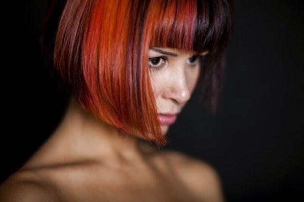 el-alisado-brasileno-o-de-keratina-para-alisar-el-pelo-durante-mas-de-3-meses-mujer-pelirroja