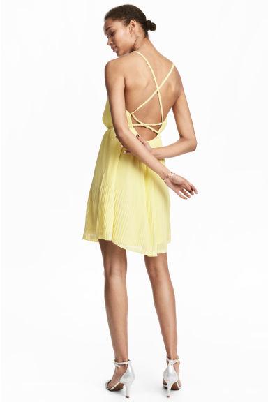 vestidos-amarillos-corto-plisado-hm