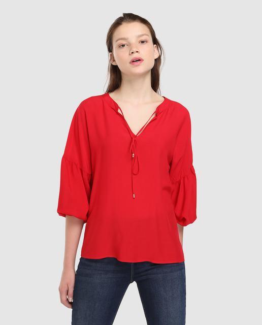 formula-joven-blusa-roja-manga-abullonada-y-cordon