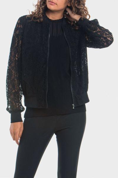 punto-roma-chaqueta-negra-de-blonda