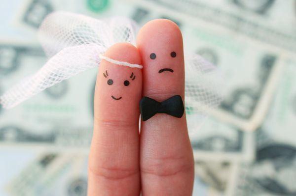 frases-para-pedir-dinero-como-regalo-de-boda-en-la-invitacion-istock3
