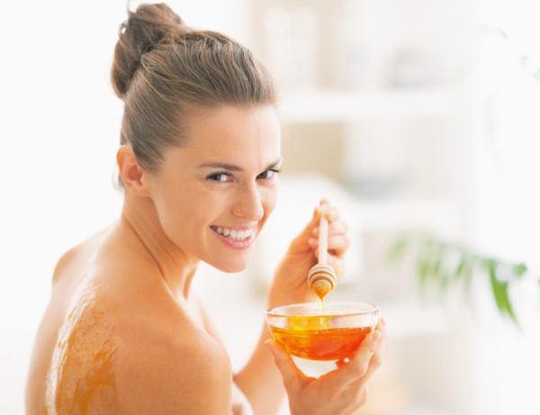 Cómo usar la miel sobre la piel, beneficios y recetas de belleza
