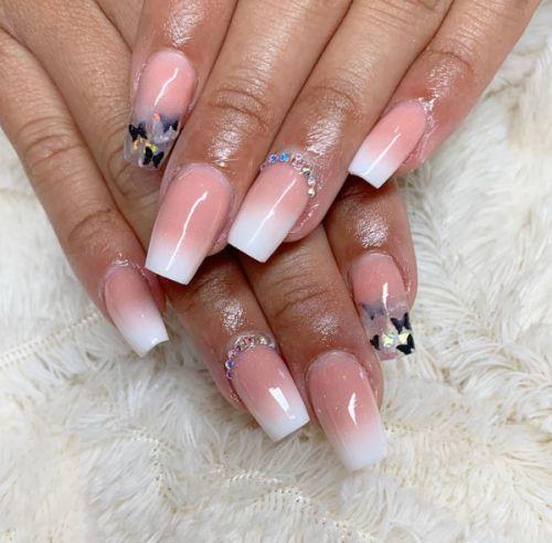 unas-decoradas-rosa-claro-blanco-adornos-acrilicas-instagram
