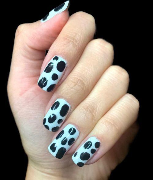 unas-blancas-con-lunares-negros-instagram-once-upon-anail-polish