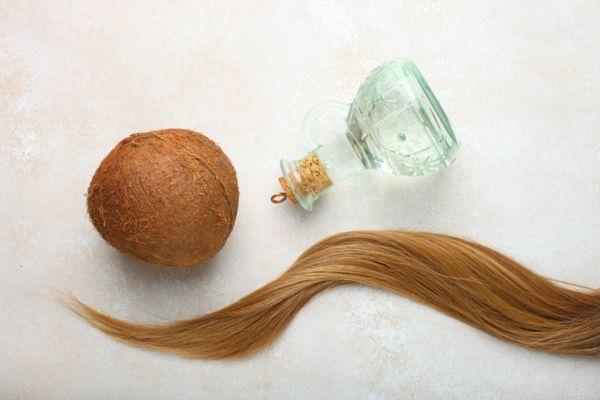 Coco y mechón de pelo