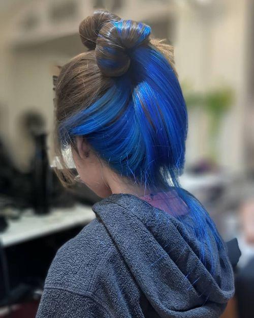Recogido de pelo bicolor azul y negro