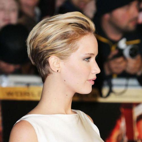 Jennifer Lawrence pelo corto hacia atrás