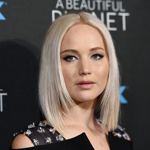 Corte de pelo a capas rectas con puntas desfiladas Jennifer Lawrence