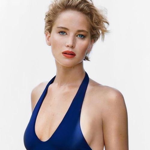 Jennifer Lawrence pelo corto cara redonda