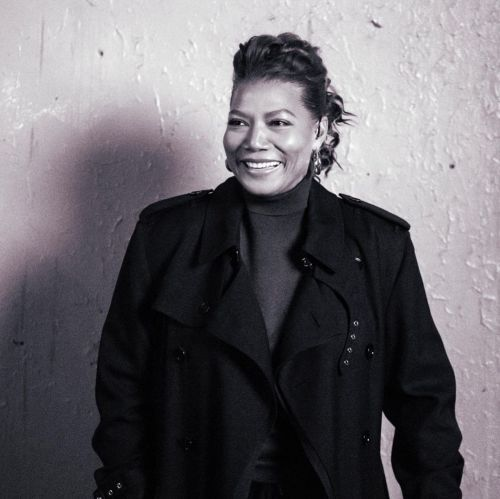 Queen Latifah media melena volumen superior