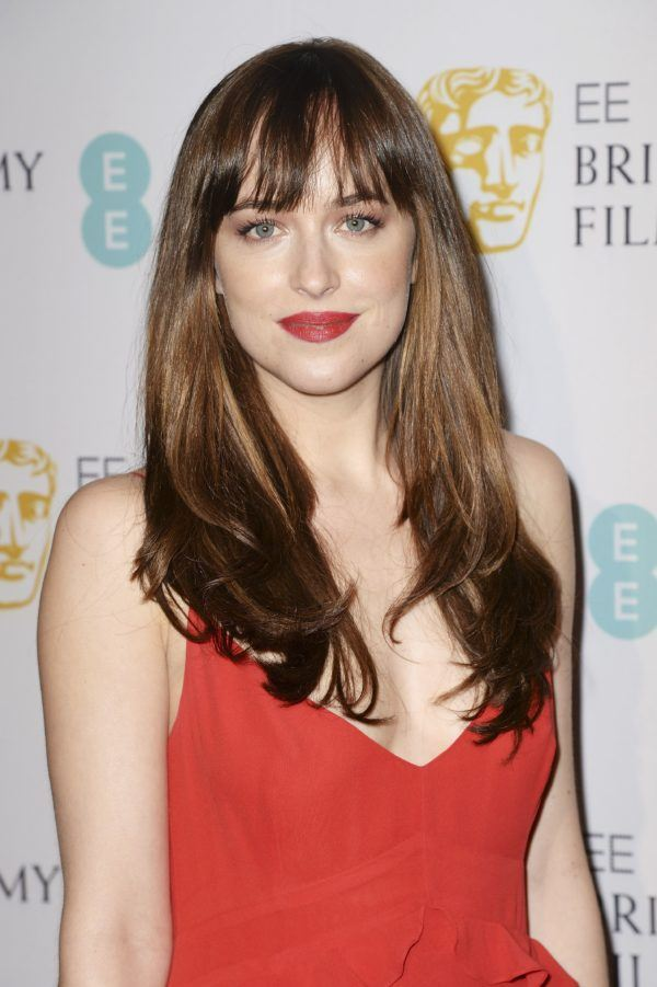 Cortes de pelo en v 2021 dakota johnson con flequillo