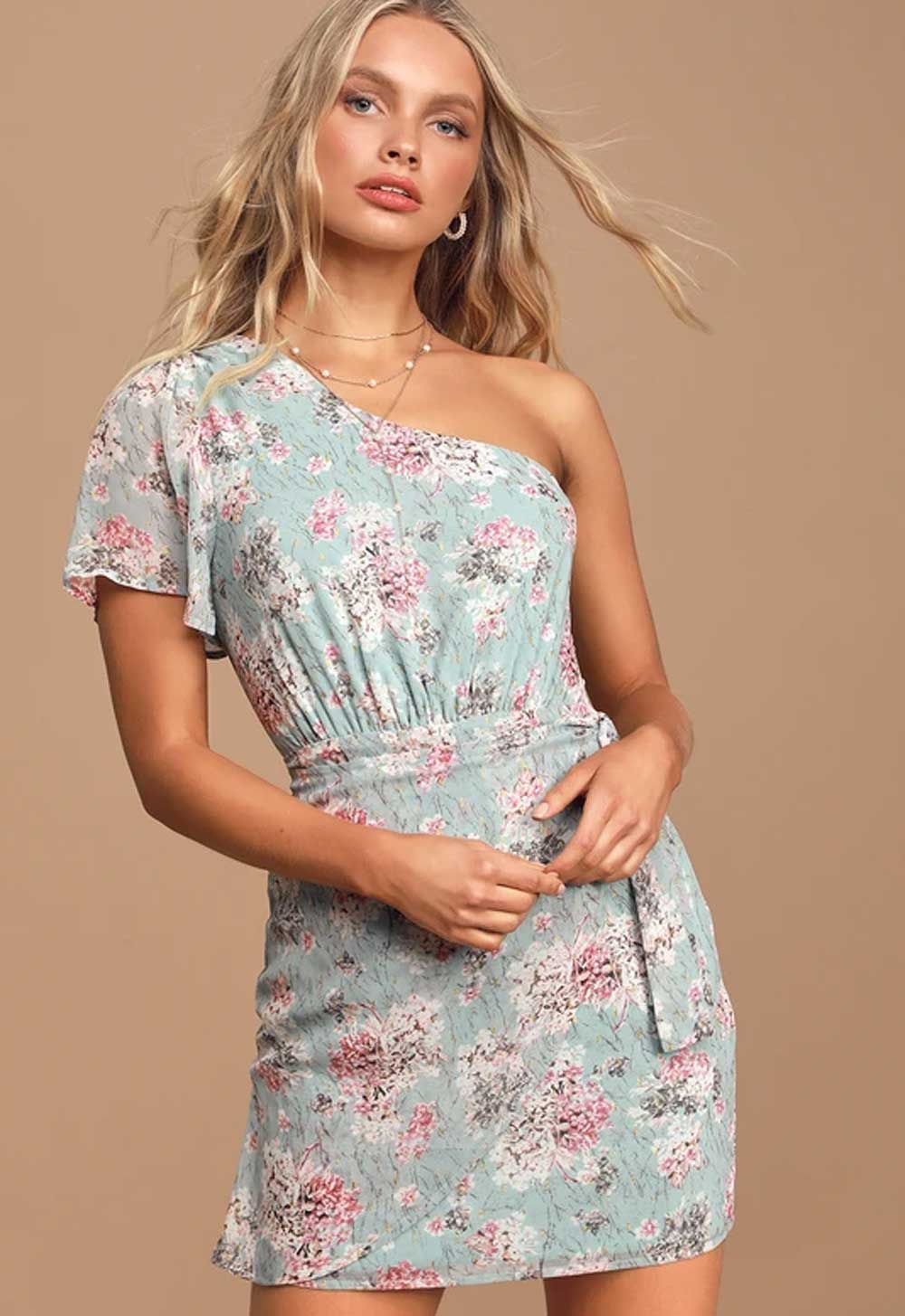 Elegante vestido corto de niña