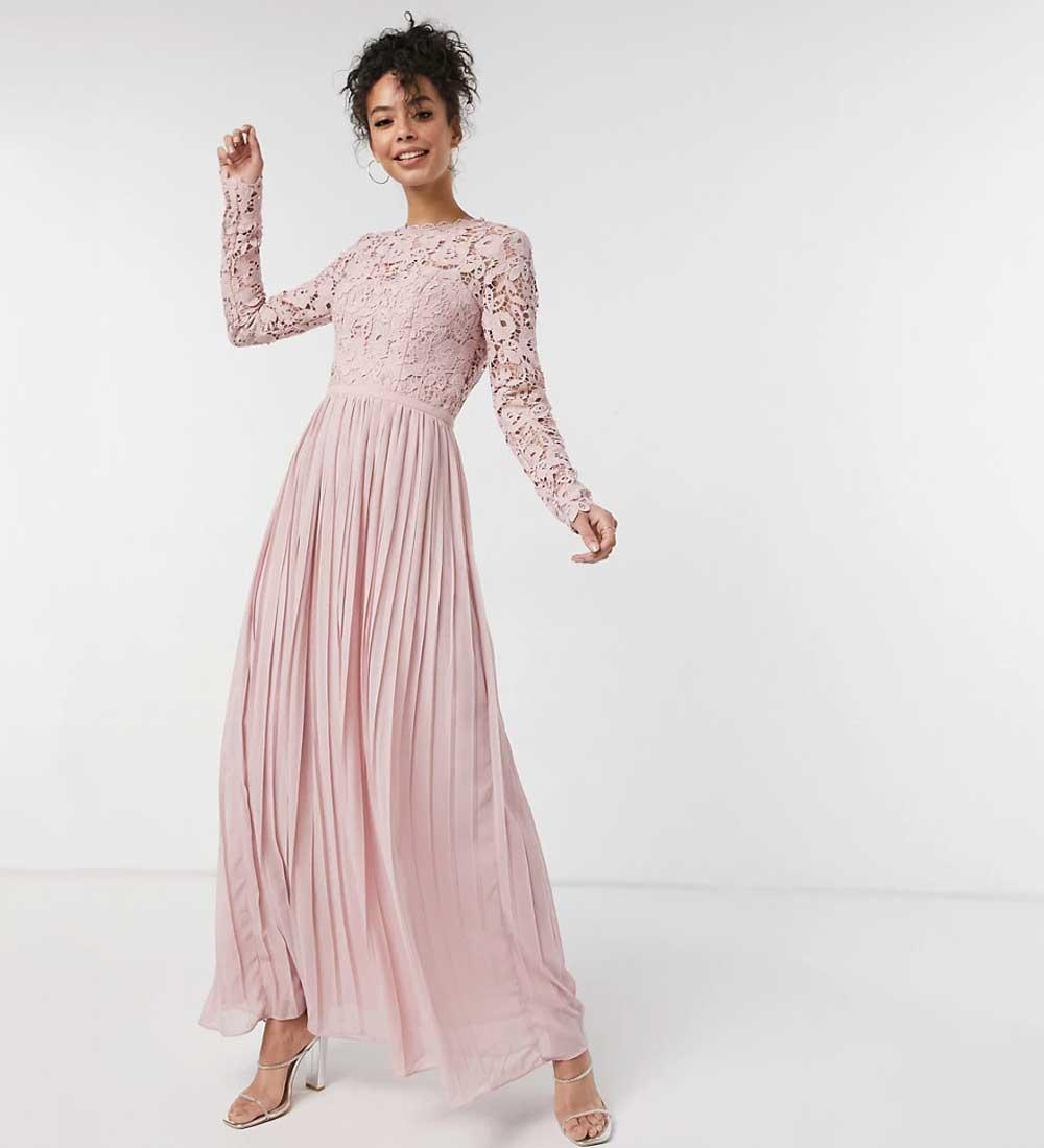vestido de encaje rosa empolvado
