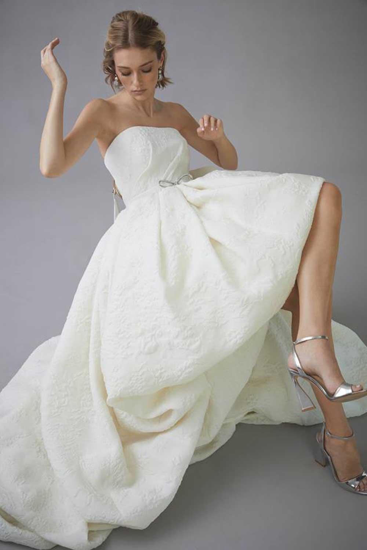 vestido de novia bandeau asimétrico