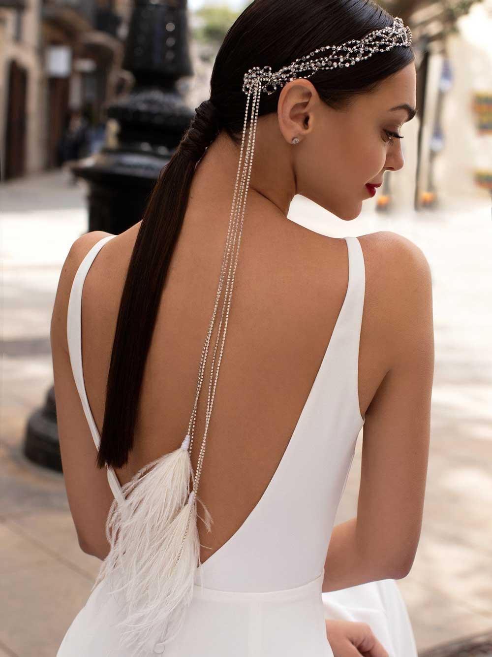 corona de novia con flecos y plumas