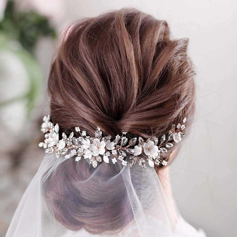 diadema de flores peinado de novia