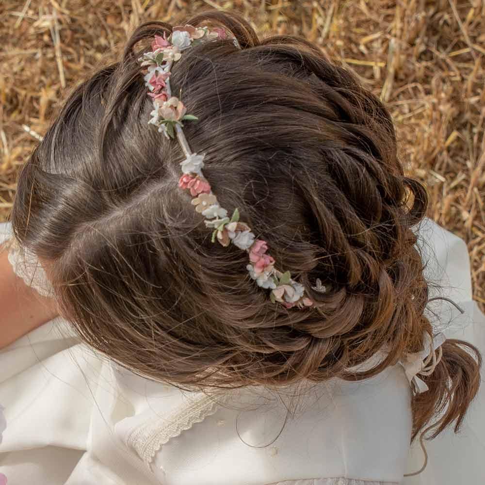 Peinados de niña con tiara