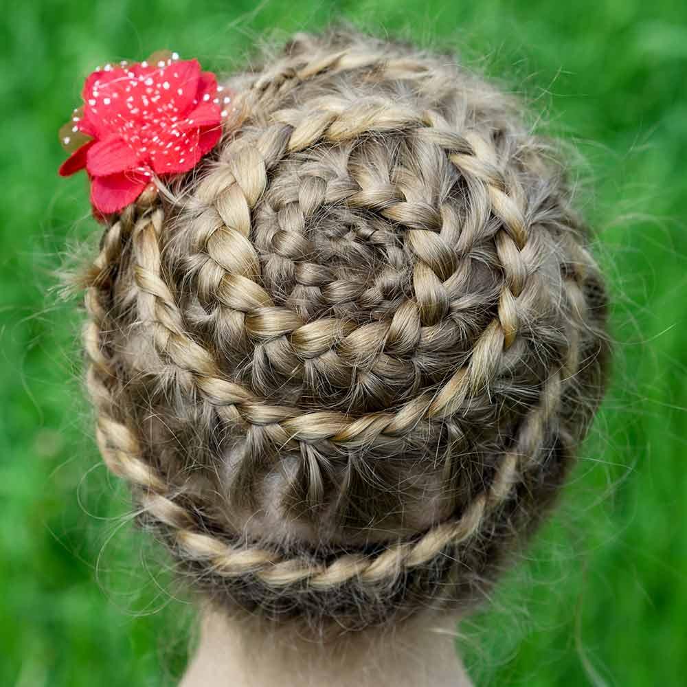 Peinado de pelo largo de niña plait