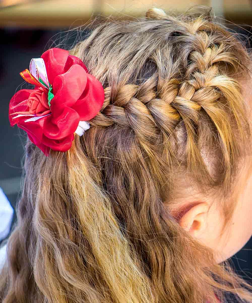 Peinados niña pelo rizado