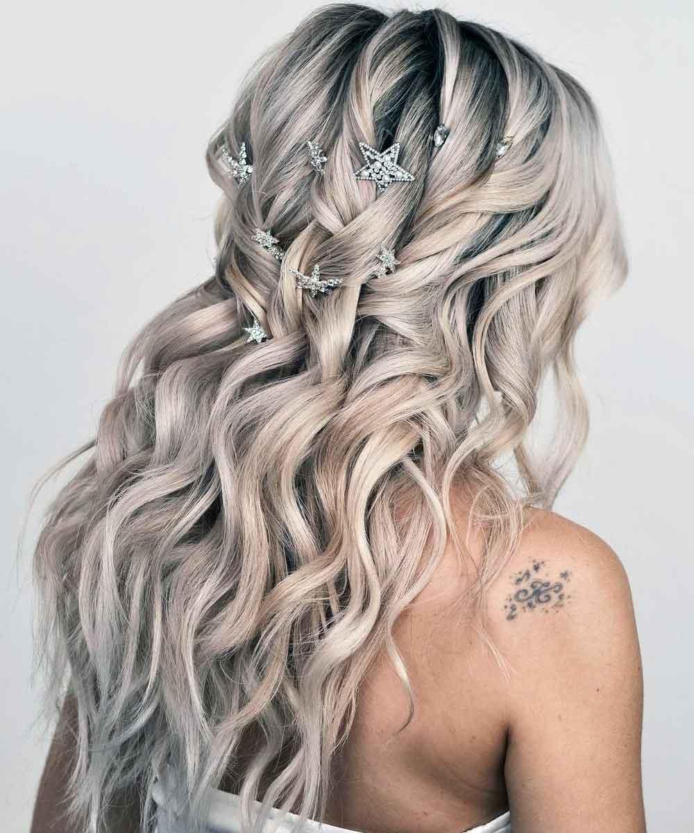 Peinar el pelo suelto con horquillas