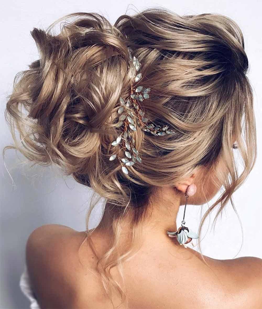 Peinado sencillo de pelo rizado