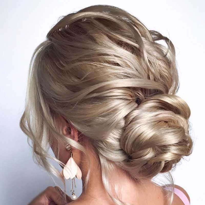 Peinados de invitada de boda moño