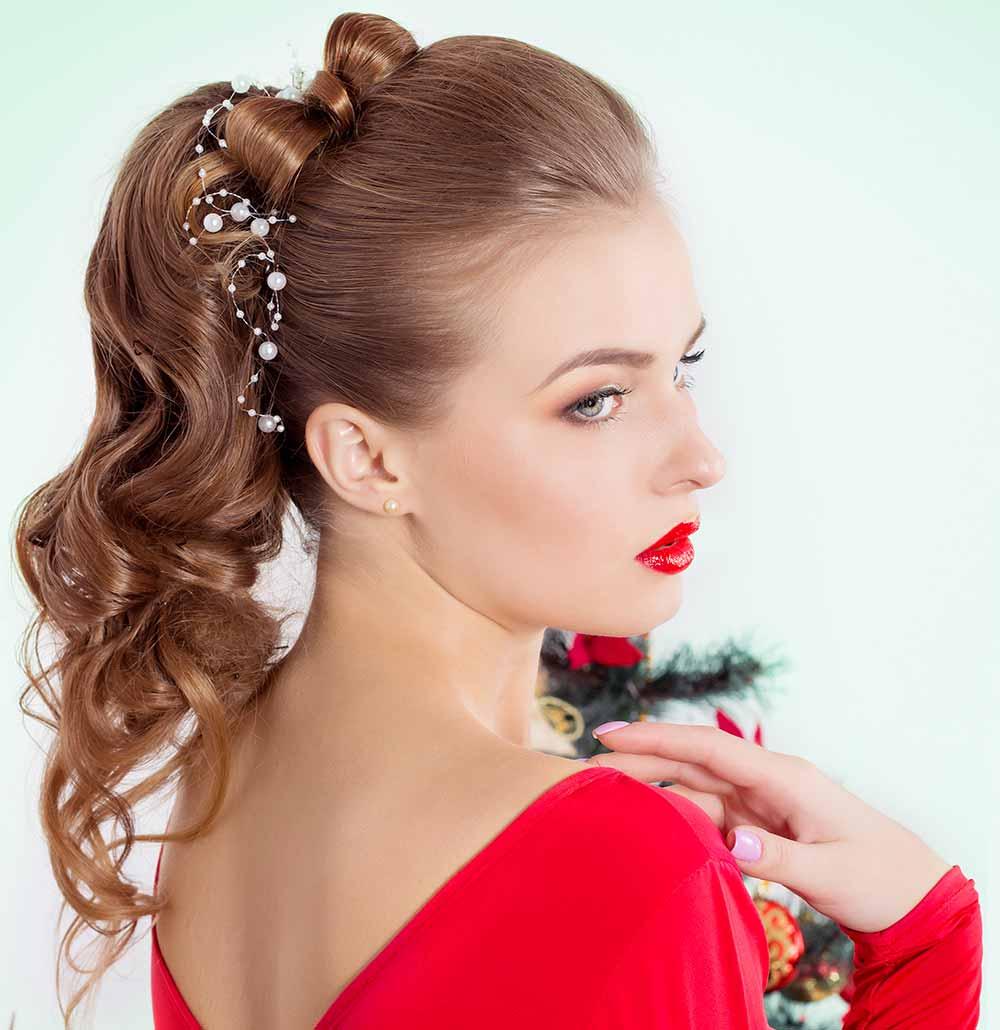 Peinados de Navidad cola alta
