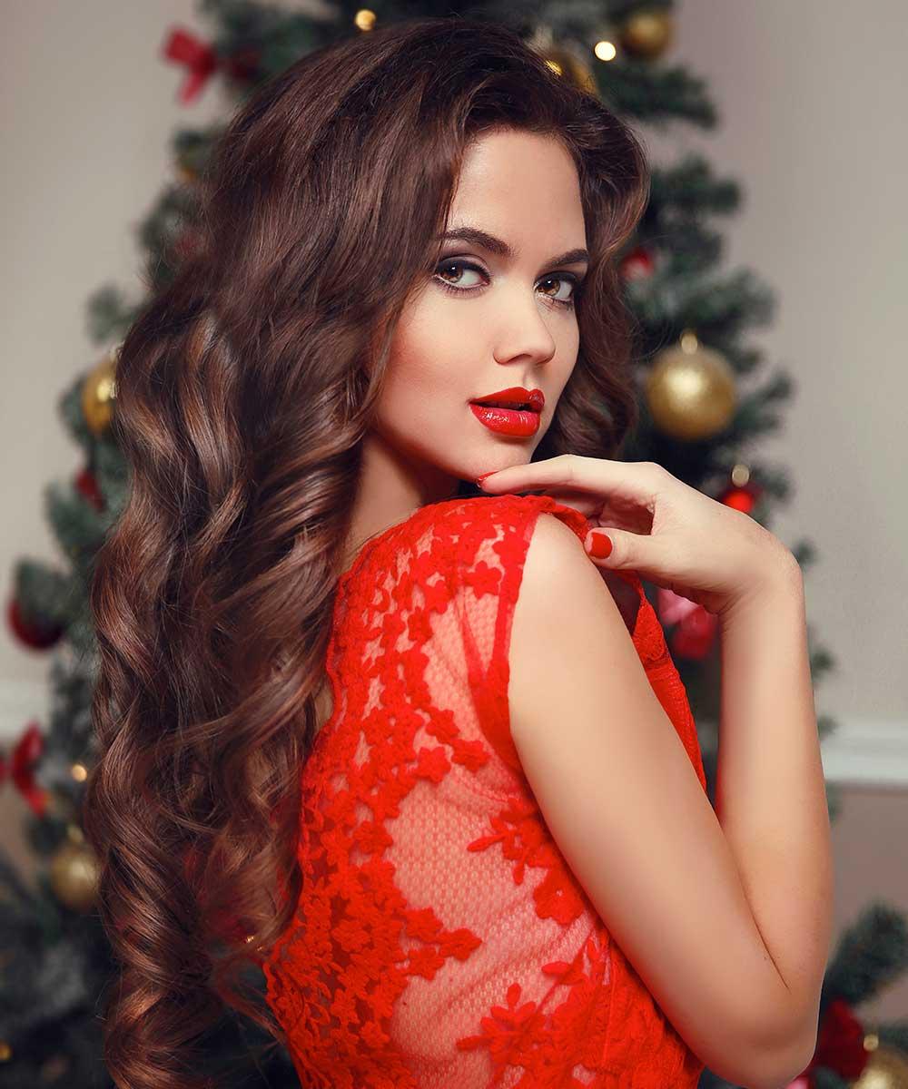 Peinados de Navidad con tirabuzones de pelo ondulado