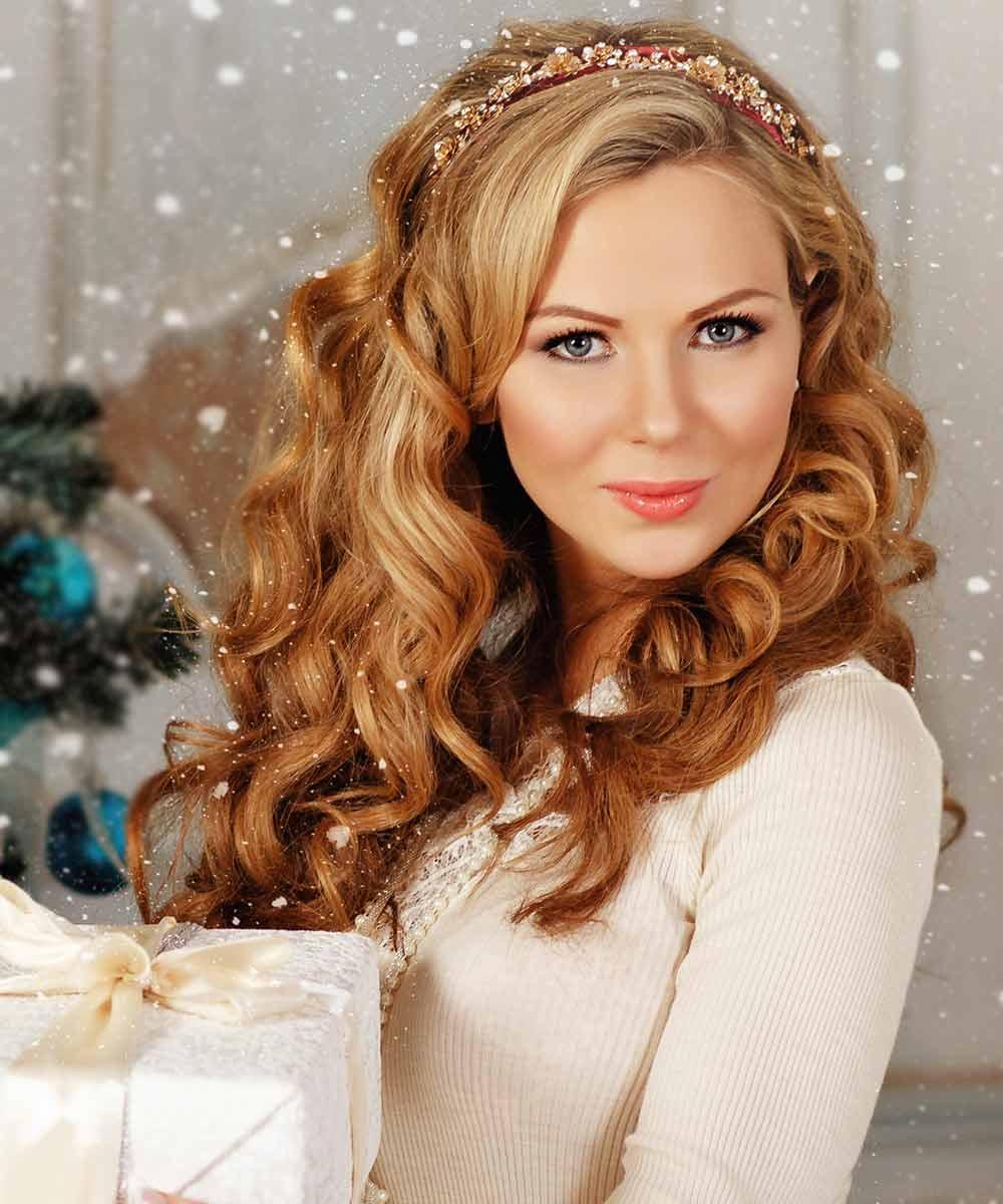 Peinados de Navidad pelo rizado