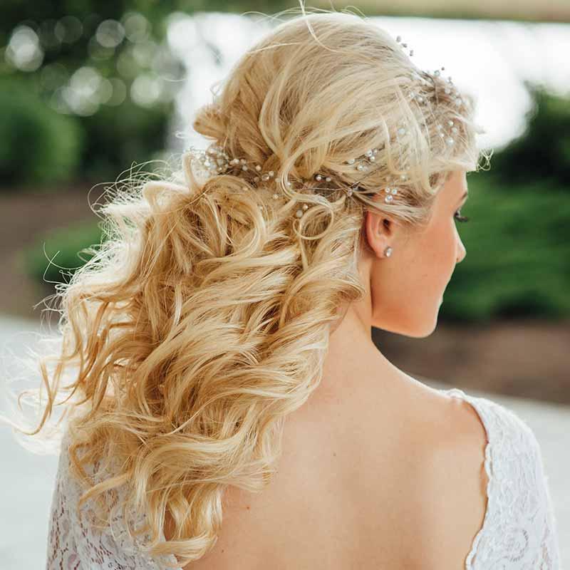 Peinados de novia medio castaños pelo rizado