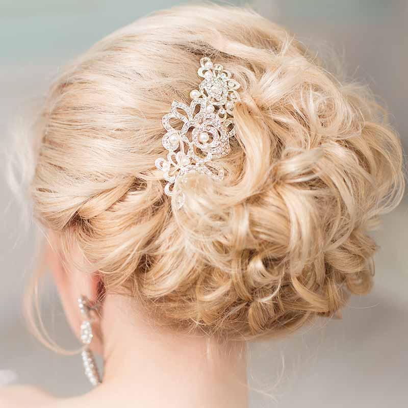 Peinados recogidos de novia pelo rizado