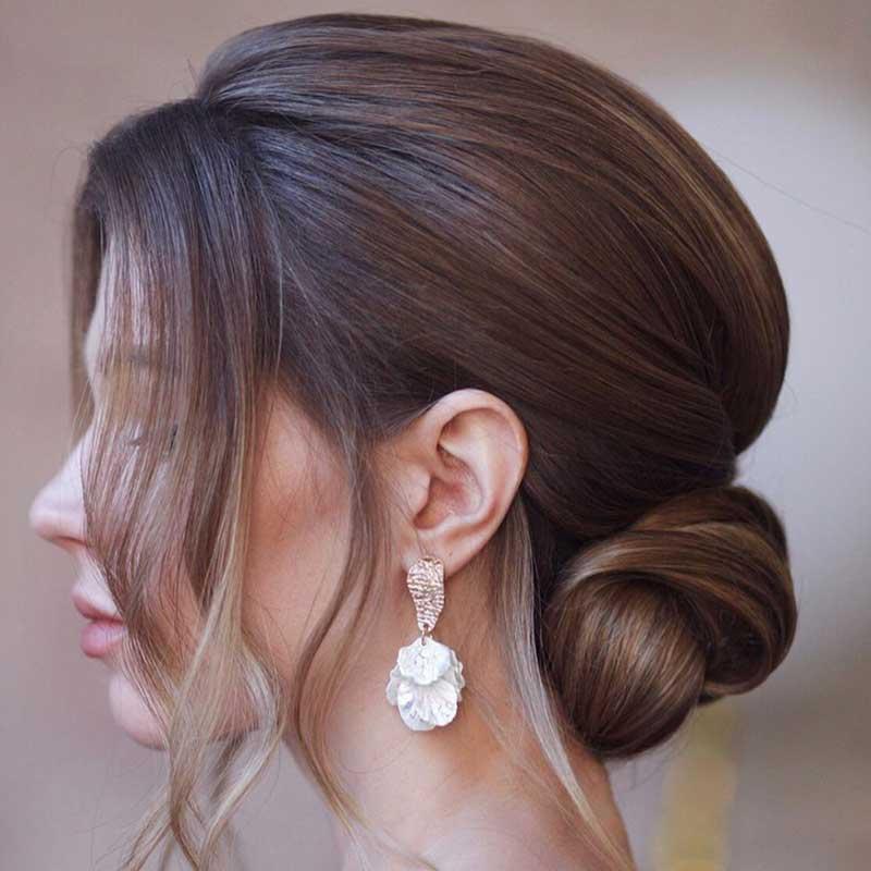 Peinados de novia pelo medio chignon