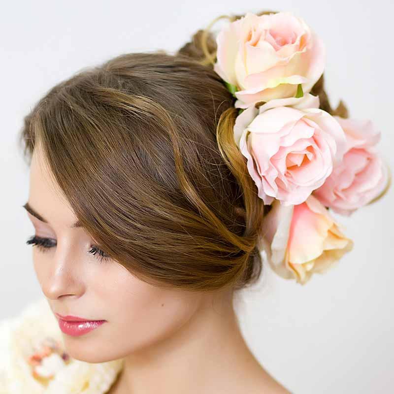 Peinados de rosa para novias