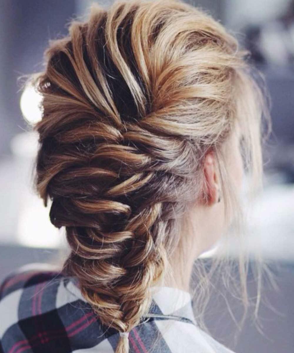 Peinados con trenzascapelli medi