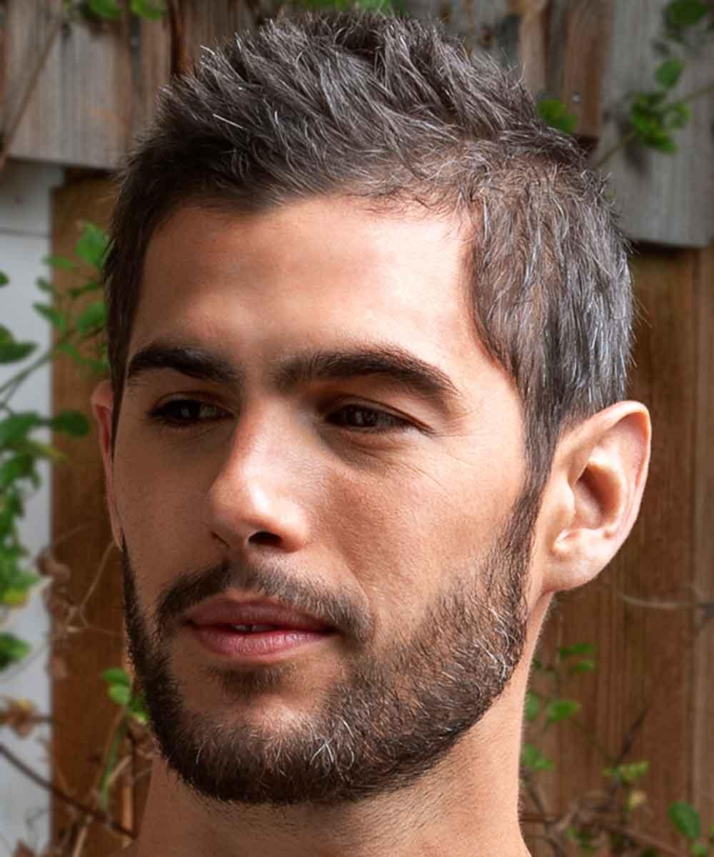 Hombre maduro de pelo corto