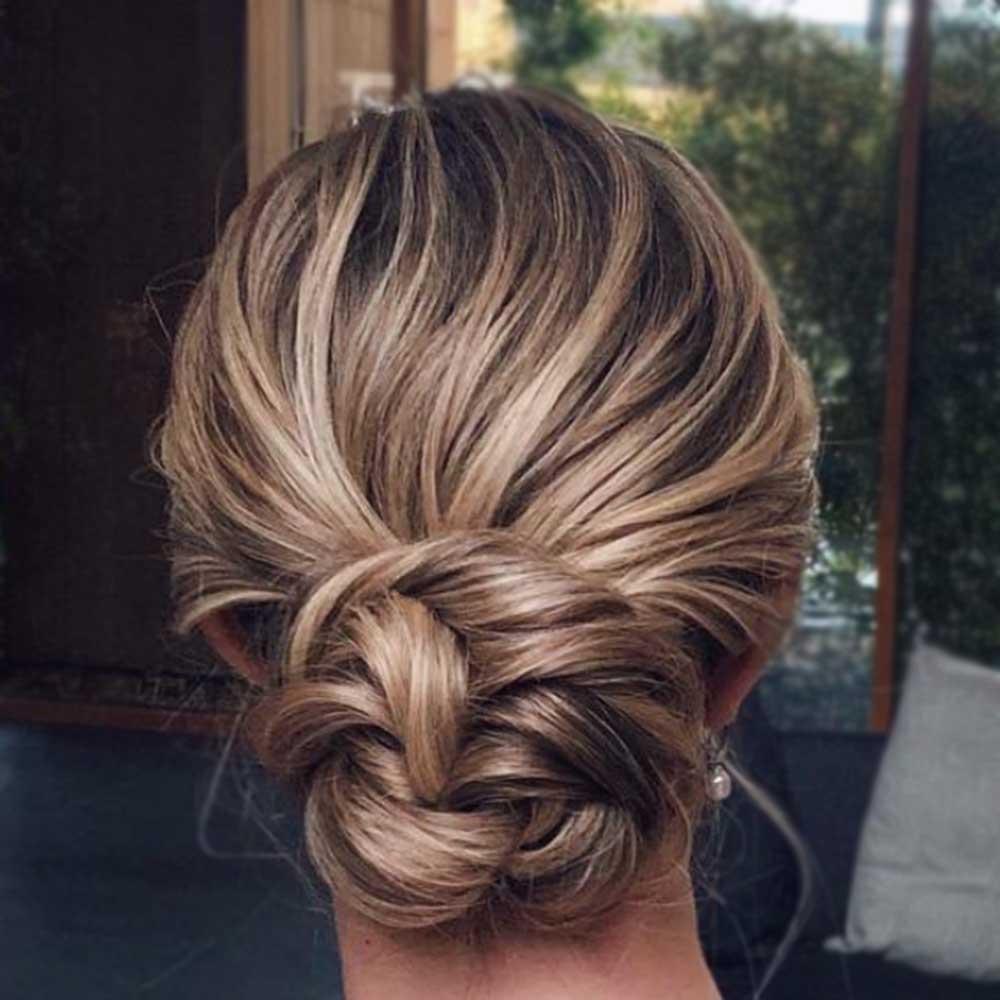 Moño simple pelo medio