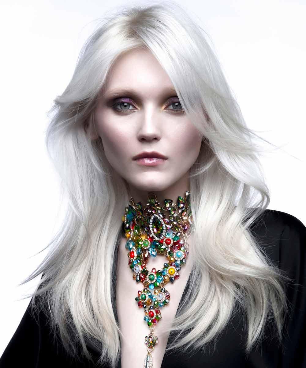 Color de pelo blanco nacarado 2021