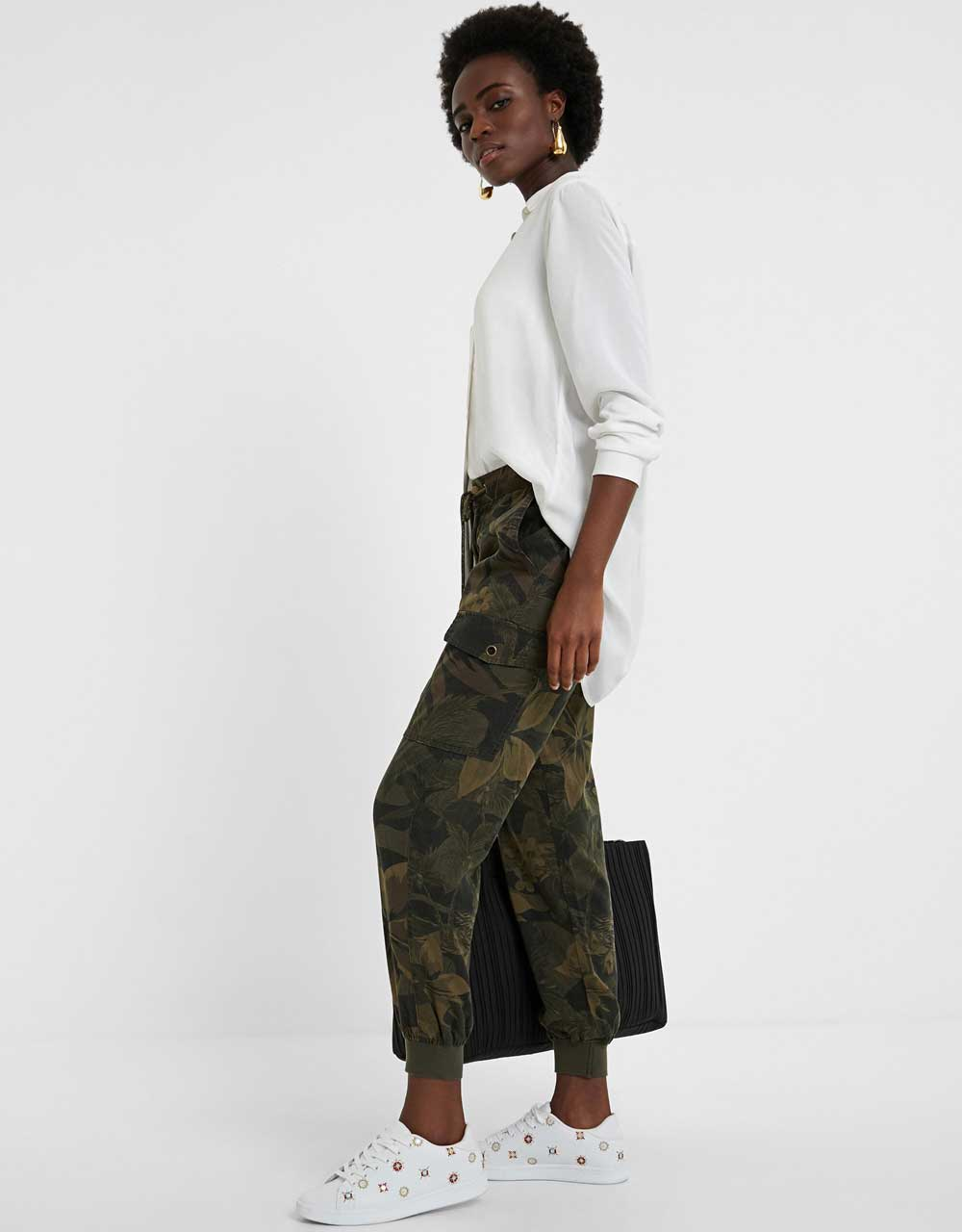 Pantalón verde militar Desigual